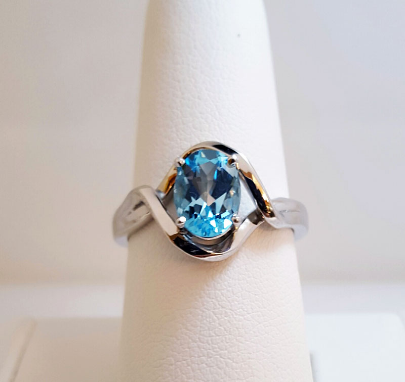10kt White Gold Blue Topaz Ring - 10kt white gold blue topaz ring