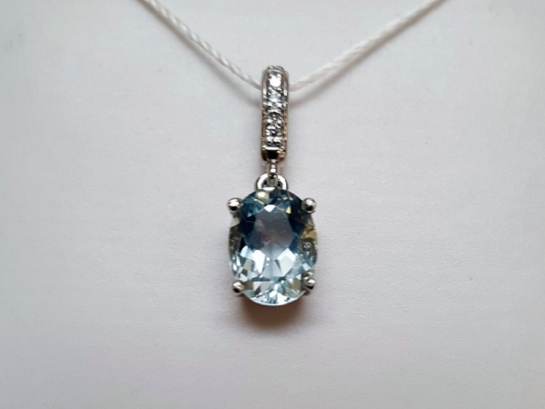 14kt White Gold Aquamarine Pendant - 14kt white gold aquamarine and diamond pendant with .03ctw