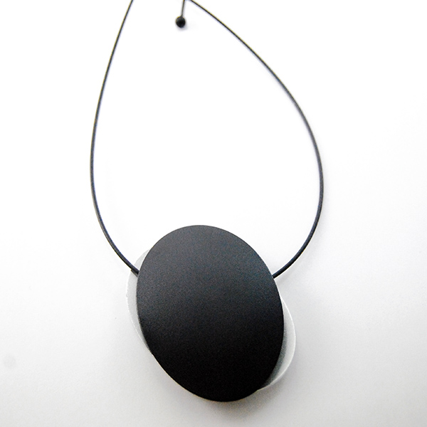 Long Oval Necklace - Designer: Step by StepStyle: Long Oval NecklaceMetal: stainless steel and aluminum, black rubberLength: adjustable