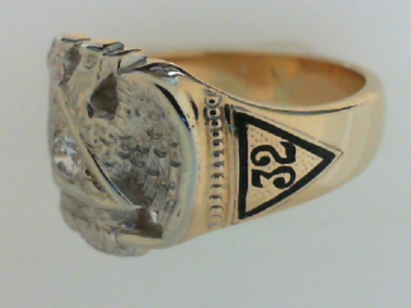 Estate & Vintage Jewelry - ESTATE 'MASON'S' RING - image #2