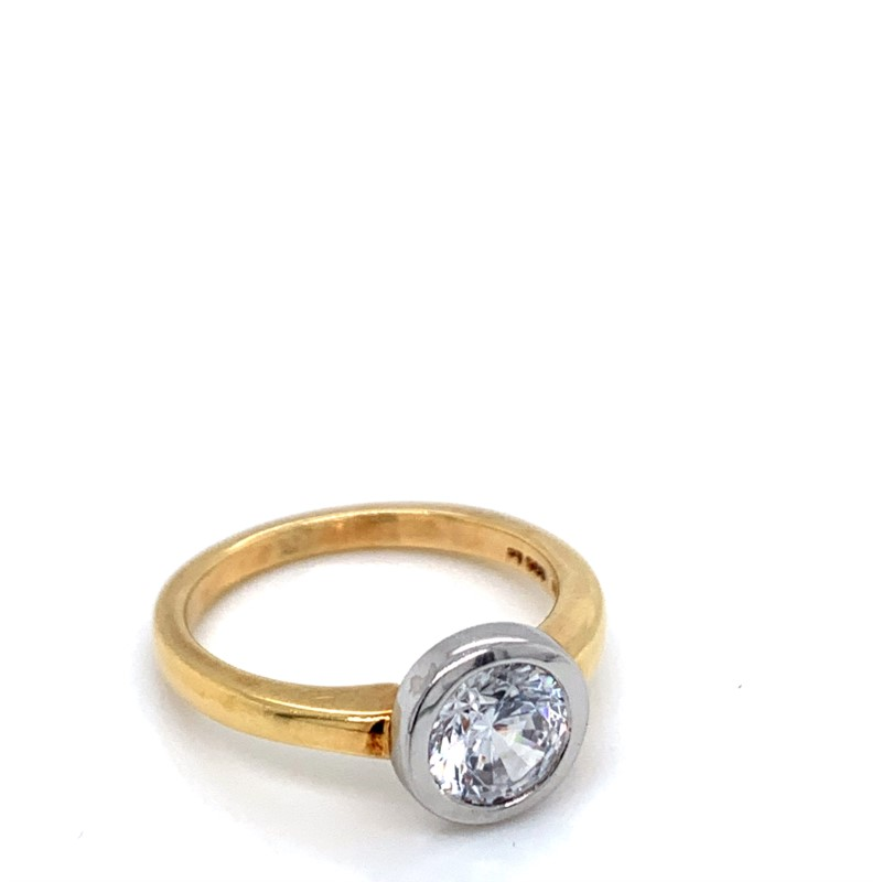 Ring - 18K Gold Santa Lucia Ring With 0.02 Ct Diamond With Cz Center
