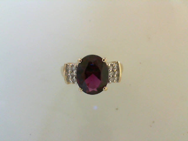 Fashion Ring - Rhodolite Garnet & Diamond Ring 14 karat yellow