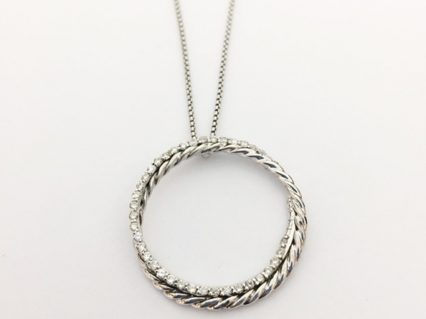 Necklace - Estate piece! David Yurman sterling silver and diamond cable circle pendant, 18 inch.