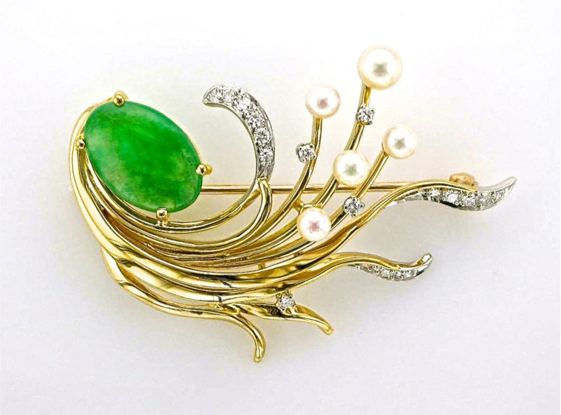 Pin - 14K yellow gold apple green jade pin with 4 pearls and 18 round brilliant cut diamonds weighing .59 carats with VS-SI clarity and G-H color.