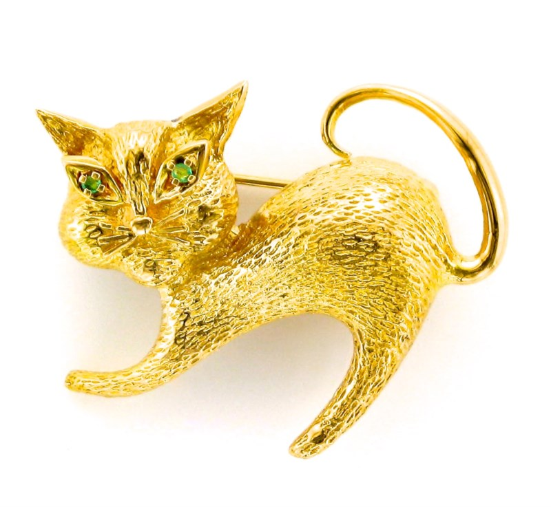 Pin - 14K yellow gold cat pin with emerald eyes