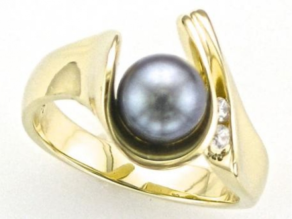 Ring - 14K yellow gold ring featuring a Tahitian pearl with 2 accent round brilliant cut diamonds weighing .07 carats total weight.
