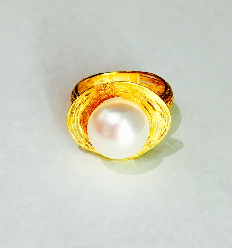 PEARL RINGS - 14 KARAT YELLOW GOLD 11-12 MM WHITE BUTTON PEARL RING WITH MESH PATTERN BY HONORA DESIGN