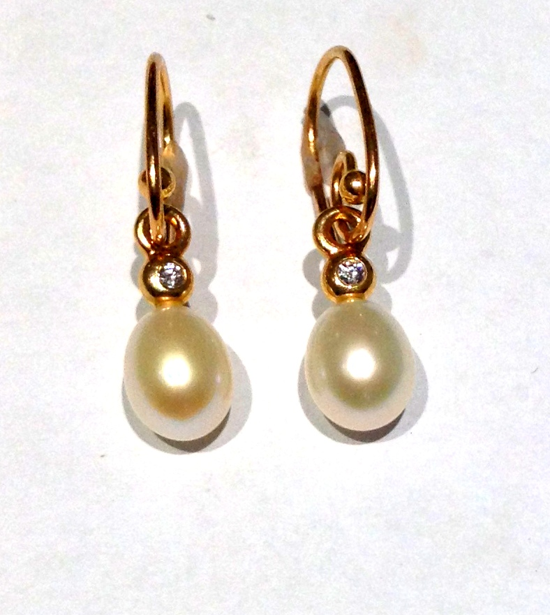 PEARL EARRINGS - 14 KARAT YELLOW GOLD AND PEARL WIRE  DROP EARRINGS