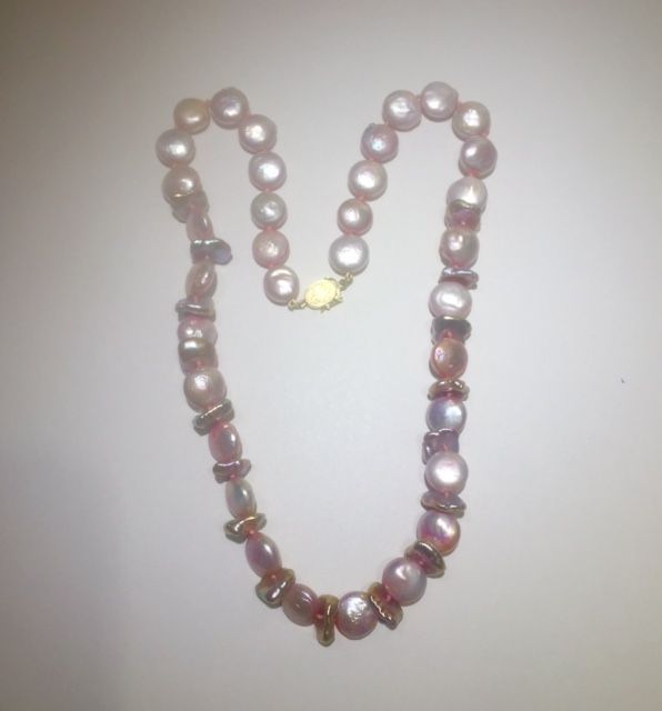 PEARL NECKLACE/GOLD - PINK BUTTON PEARL NECKLACE WITH 14 KARAT GOLD LINED CLASP