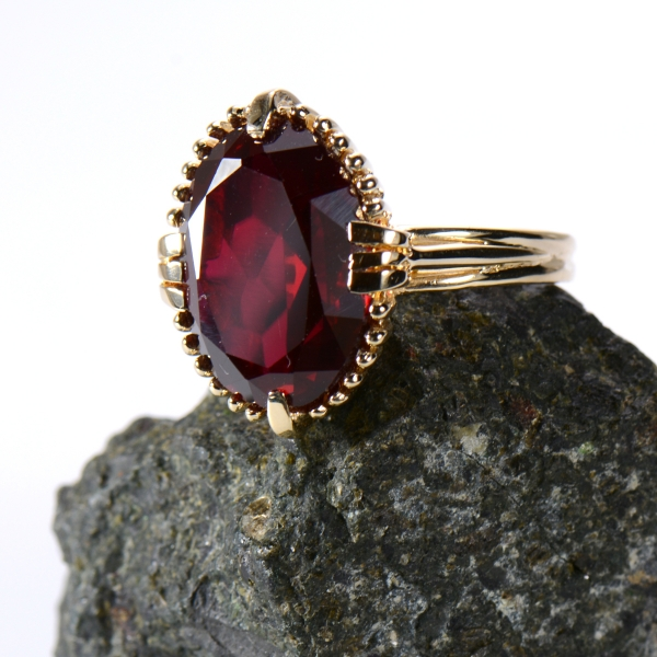 Ladies Ring - 14k yellow gold synthetic ruby ring